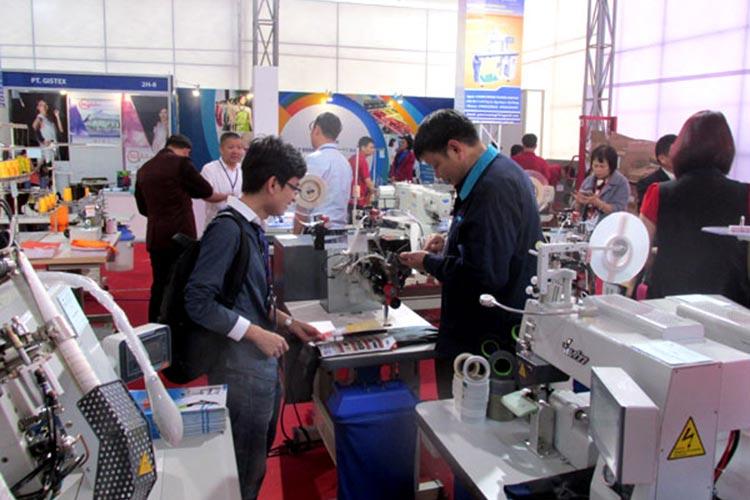 машины для вязания, прядильное оборудование, ткацкие станки в Китае